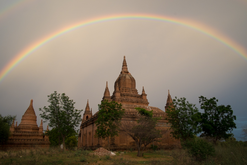 Arc-en-ciel Bagan