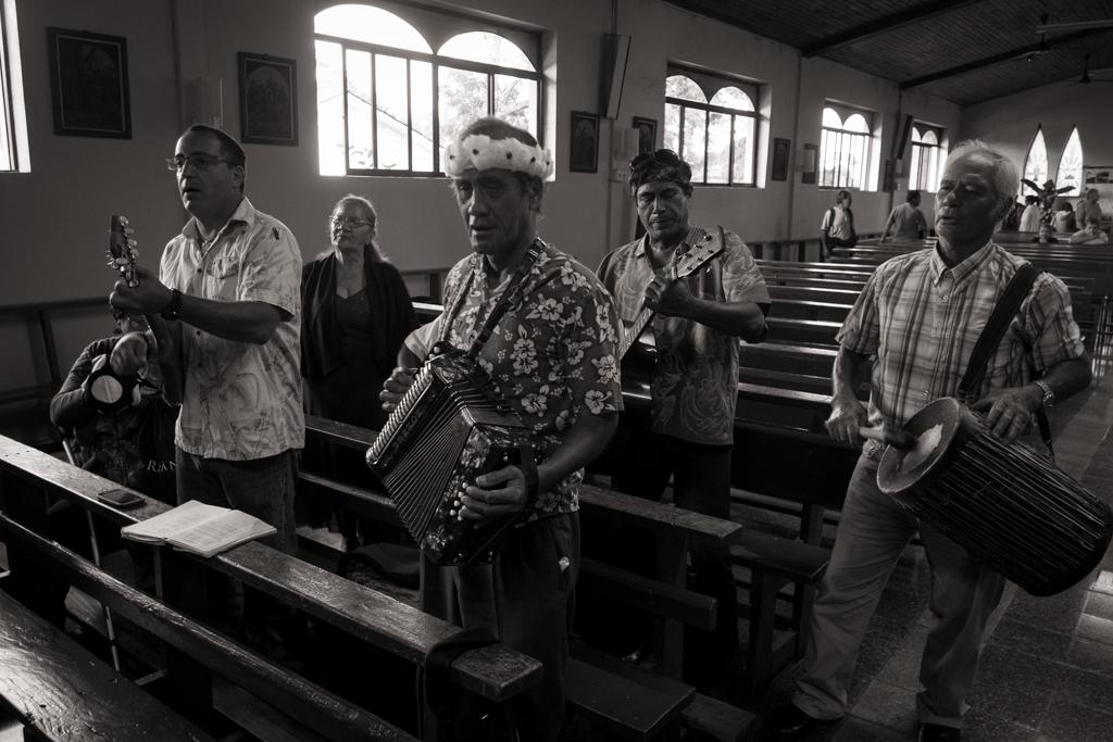 Musiciens messe Ile de Pâques