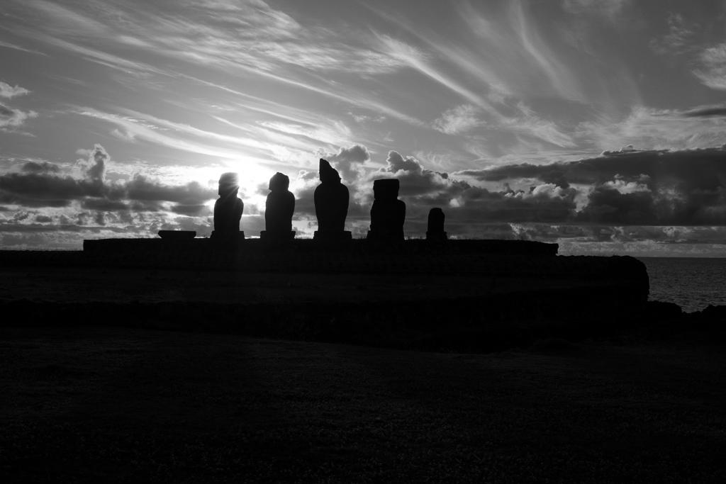 Ile de Paques Ahu Tahai coucher de soleil